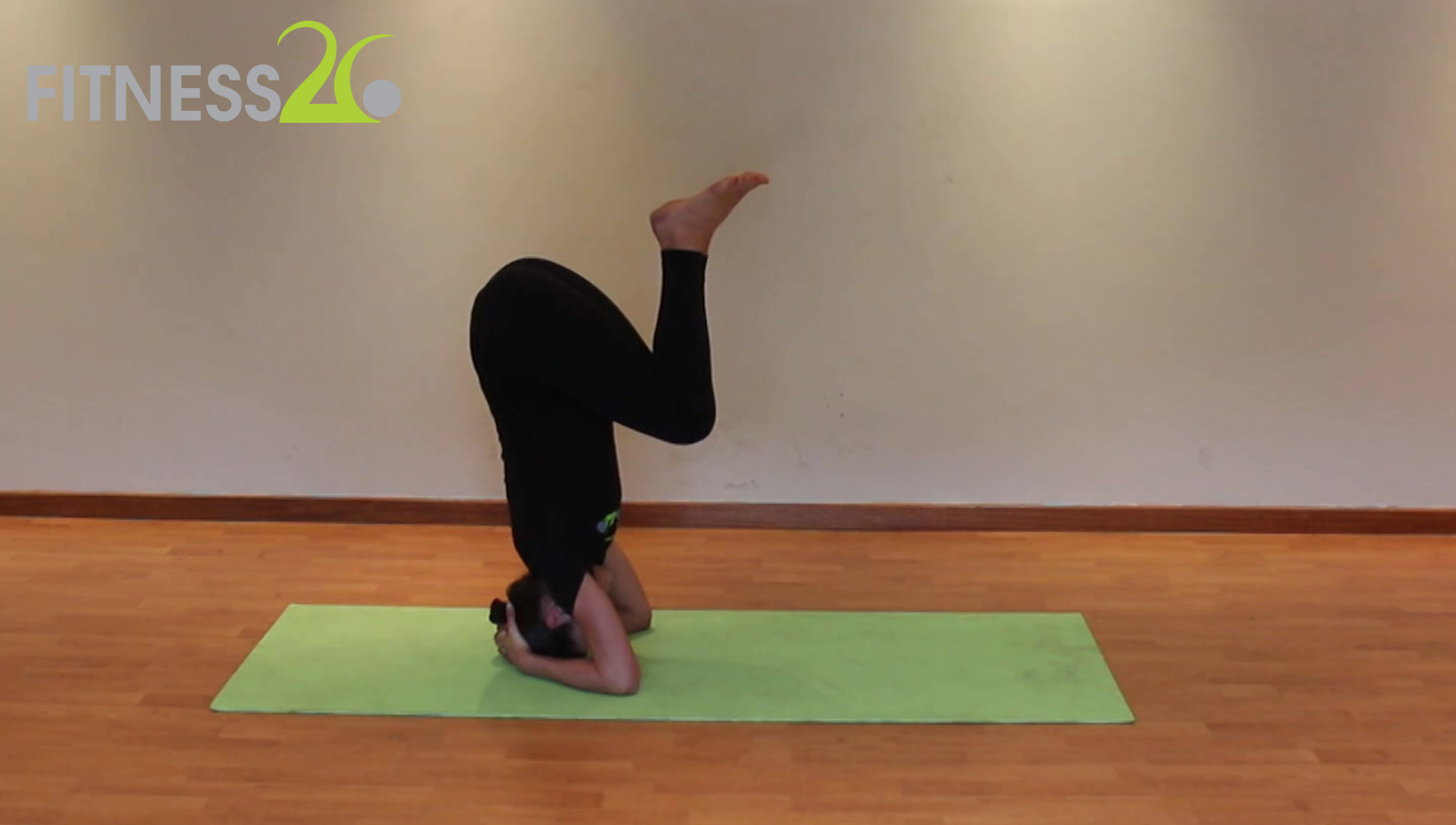 Candice – Introduction to Yoga Inversions : Headstands