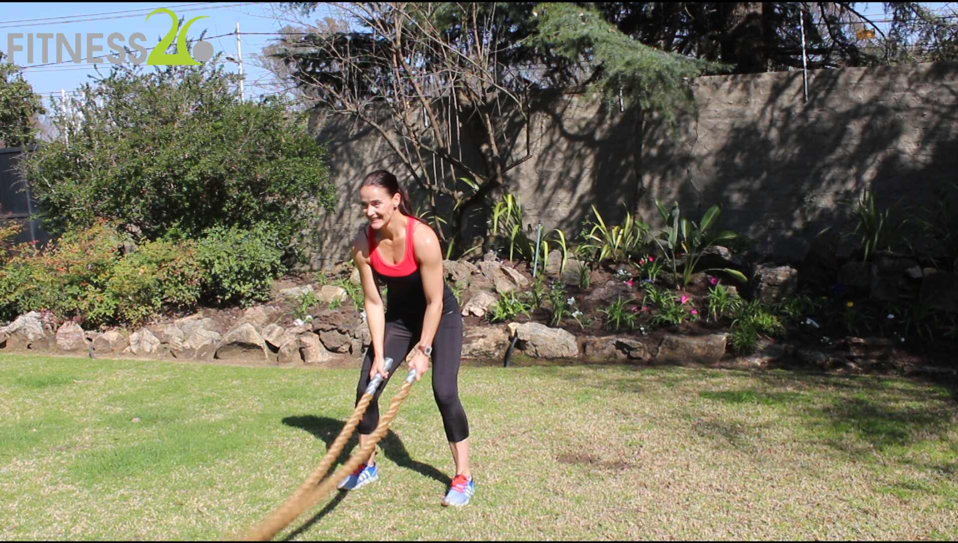 Lara – Fullbody Workout using a battle rope: Intermediate