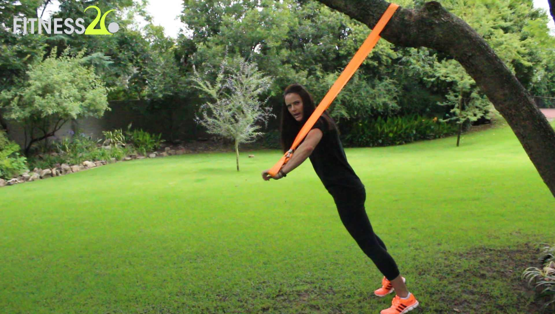 Lara – Using TRX Ropes : Legs & Core